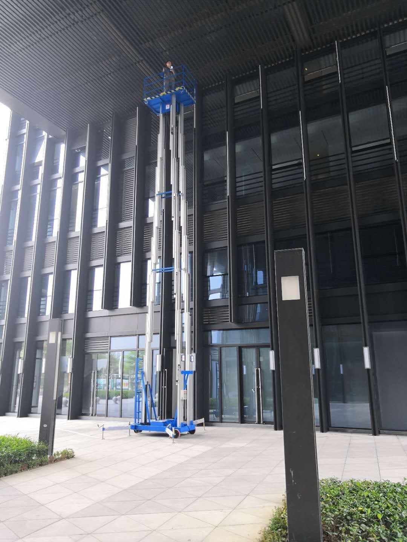三桅柱式升降机